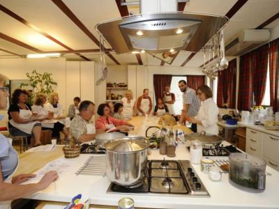 Lezione a scuola di cucina di Lella